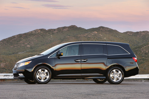 2011 honda odyssey van pricing features the car family for Honda odyssey mileage