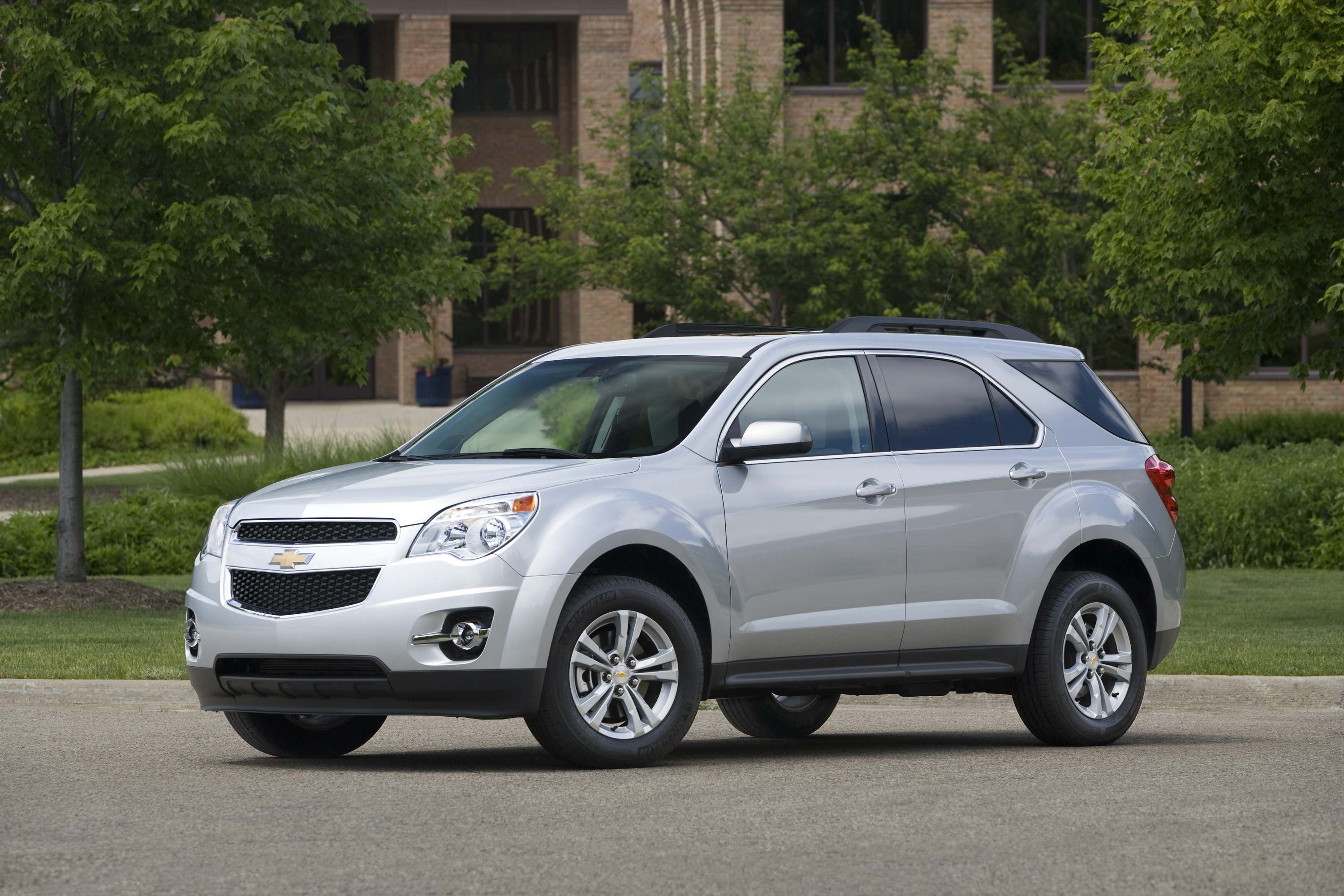chevrolet equinox a better buy the car family. Black Bedroom Furniture Sets. Home Design Ideas