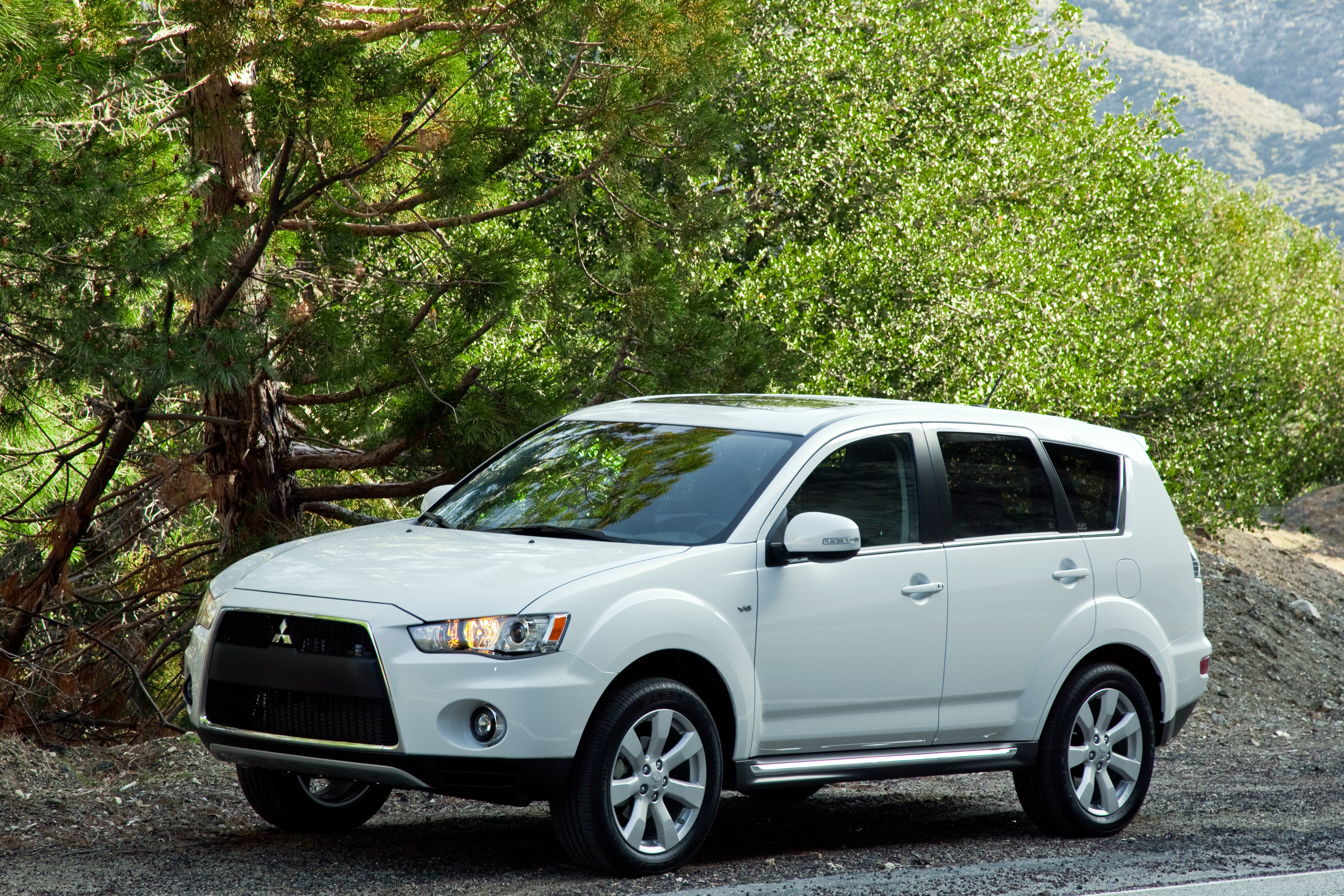 Every Model In The Mitsubishi Outlander Lineup Now Features Improved Epa Fuel Economy Ratings For The New  Model Year Outlander Xls Receives The