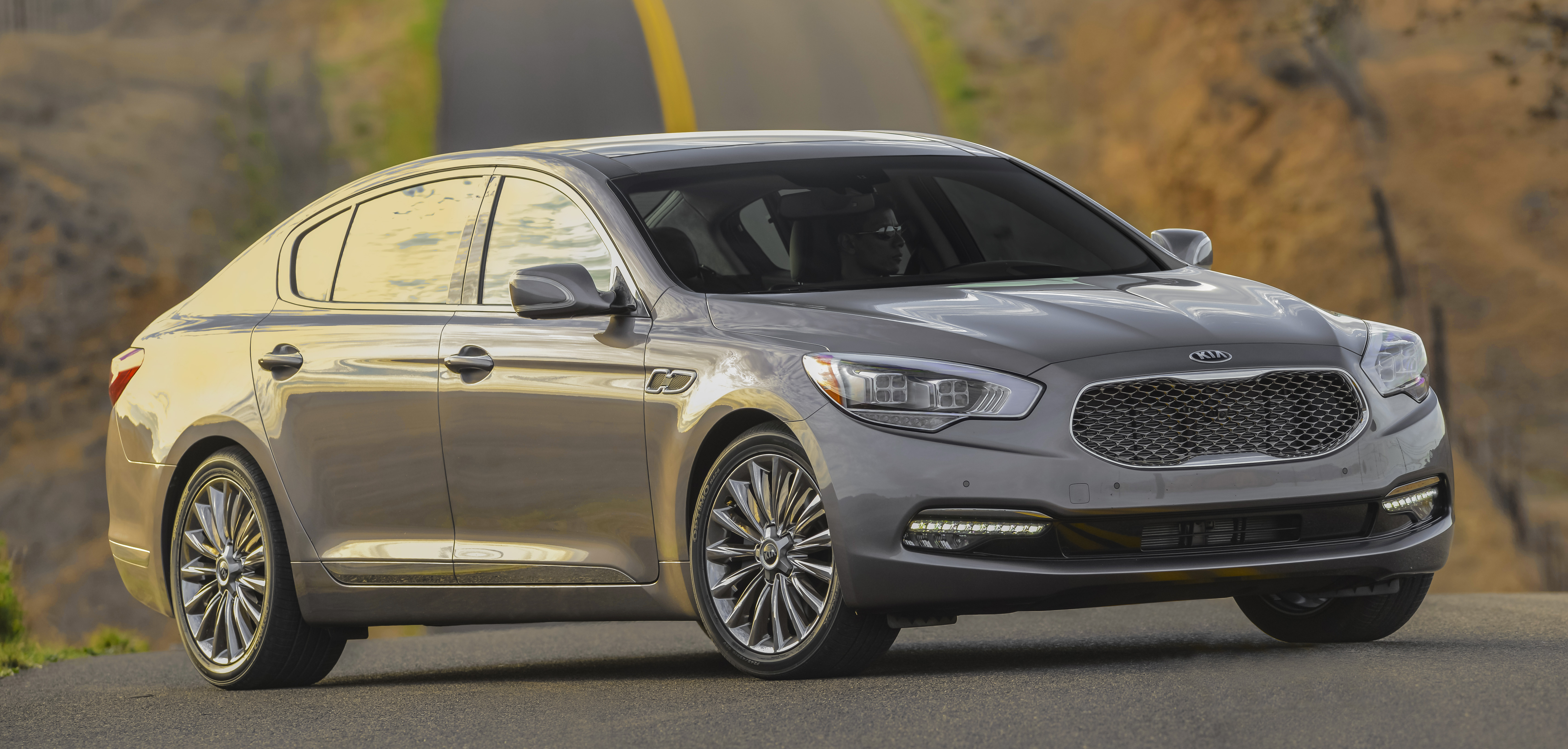 Luxury Family Vehicles: Kia 900: A Luxury Sedan For Value Shoppers